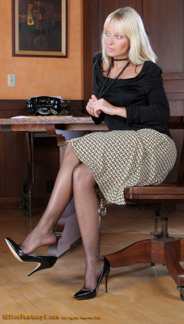 Фото ножки зрелых женщин фото жену