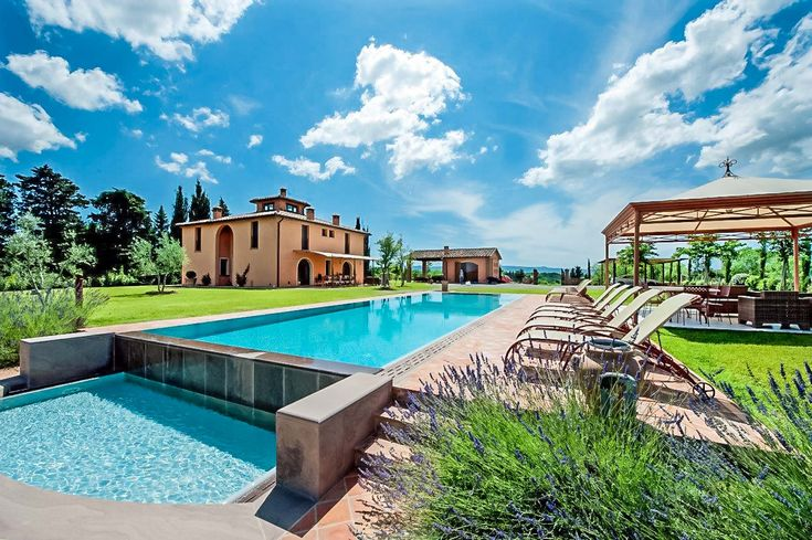 Located in an exceptionally beautiful, lush and varied Tuscan landscape dotted with olive groves, vines, fields of wheat and sunflowers, Flora is a perfect retreat for summer holidays.