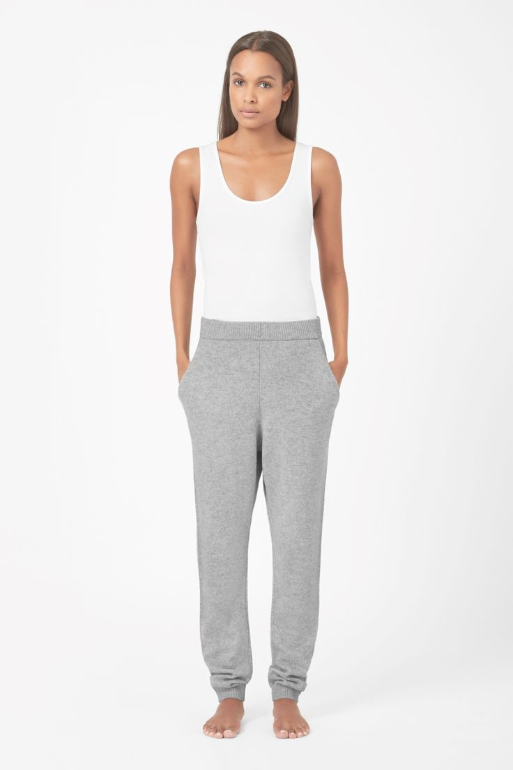Made from a soft blend of wool and cashmere, these knitted trousers are a relaxed shape and style. Designed for everyday wear, they have a comfortable elasticated waistband, slanted front pockets and tapered ribbed cuffs.