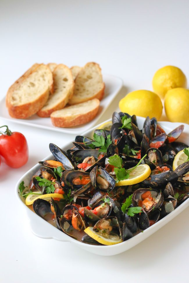 Mussels in White Wine Sauce and a VIDEO on how to make it! All you need is some crusty bread...