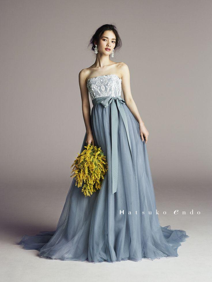 花嫁さまに大人気のカラー『ブルーのドレス』 秋は少しシック目な、スモーキーがかった落ち着いたブルーがおすすめ! 清楚でエレガントな印象を演出してくれるとっても素敵なカラーなんですよ! そんな秋色カラーのブルーのドレスに注目!! おすすめの秋色ブルーのドレスをご紹介しちゃいます!!