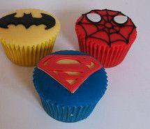 Also bei meinem nächsten Geburtstag weiß ich schon genau welche Torte ich haben möche .. Tadaa' hier ist sie :D & diese Muffins natürlich auch :D Das perfekt Superman/Badman outfit ((: