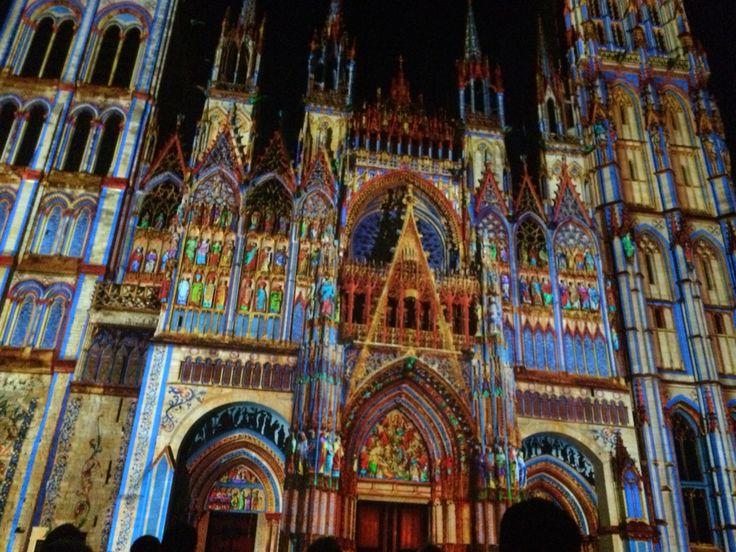 Catedral de Rouen espectáculo de luces en la noche