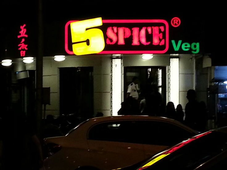 5-Spice Chinese food outlet at Maheshwari Udyan in conservative suburb of Matunga, only veg.