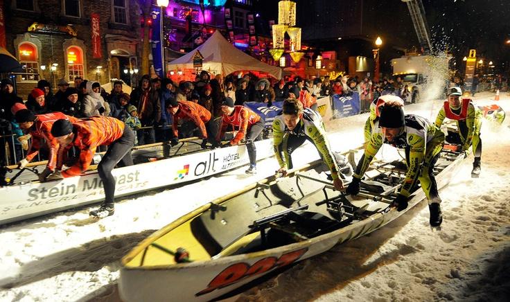Les photos de l'année 2012 vue par l'Agence QMI. 3 février - Une compétition de canoë sur glace est tenue dans les rues lors du Carnaval de Québec.  Photo Karl Tremblay / Agence QMI