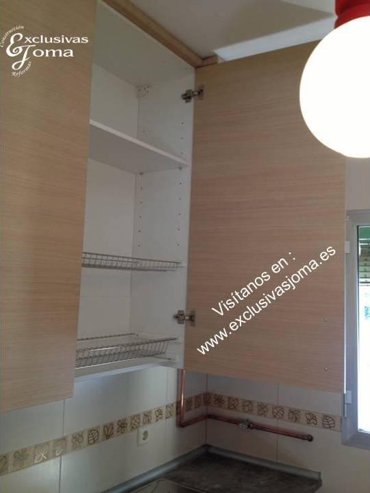 muebles de cocina a medida en madera color haya jaspeado con encimera de formica imitacin