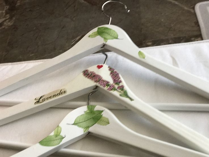 Hangers with decoupage  Κρεμάστρες με τεχνική ντεκουπαζ