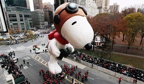 Dato importante para viajeros: El Día de Acción de Gracias se celebra en Estados Unidos en Nueva York con un gran desfile de globos gigantes avalado por una gran cadena de almacenes. Disfruta de uno de los momentos de este gran desfile realizado ayer.