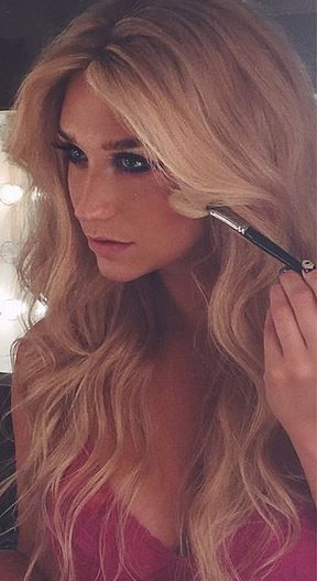 BTS with the Beautiful Kesha Getting Her Hair & Makeup Done♥ #Kesha_Rose_Sebert #Singer #Celebrities