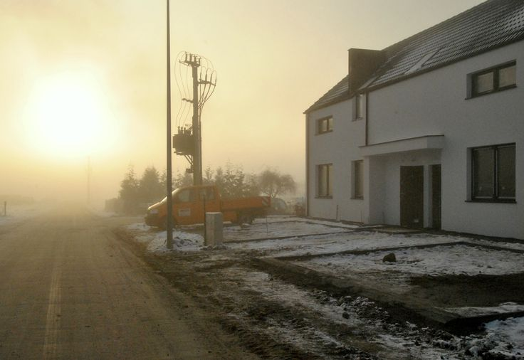 Zimowy dzień na budowie Osiedla Marzenie. Takie klimatyczne chwile czekają na przyszłych mieszkańców osiedla. Z racji położenia, pogoda w Baninie bardziej przypomina Kaszuby, niż Trójmiasto, powietrze jest czystsze, a otoczenie o wiele bardziej spokojne. Więcej: www.domjakmarzenie.eu