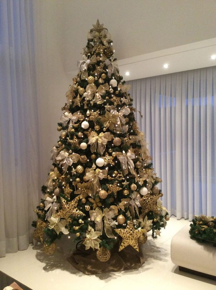 25 melhores ideias de arvore de natal dourada no pinterest rvore de natal vermelha e dourada. Black Bedroom Furniture Sets. Home Design Ideas