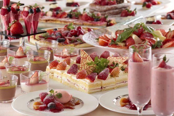横浜ベイシェラトン ホテル&タワーズが「アフタヌーンスイーツブッフェ~Strawberry Fair~」を開催する。|ライフスタイル(カルチャー・旅行・インテリア)|VOGUE JAPAN