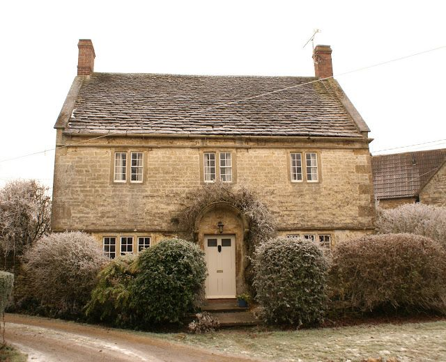 Oh what a lovely Cottage! Dream home right there! 17th Century English Cottage.