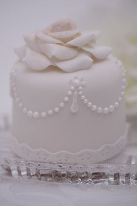 candy pearls for wedding cakes 1000 ideas about pearl cake on monogram cake 12351