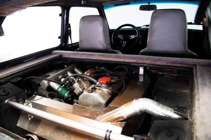 """Lyst på Gruppe B-rallybil - med norske skilter? Uhyre sjelden versjon av Renault 5 Turbo 2 vurderes solgt. En av kun 200 homologeringsbiler (såkalt chassisnummer 8221-bil). Bygget for at Renault skulle få delta, med sin «Maxi», i rally på 80-tallet. 8221-bilene kunne """"lovlig"""" bygges om til Maxi-versjoner/rallybil (som det ble bygget drøyt 20 stk. av) og delta i rally, og ble derfor utstyrt med ..."""