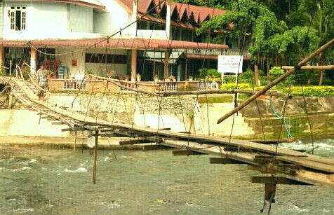Old footbridge Lower Bukit Lawang