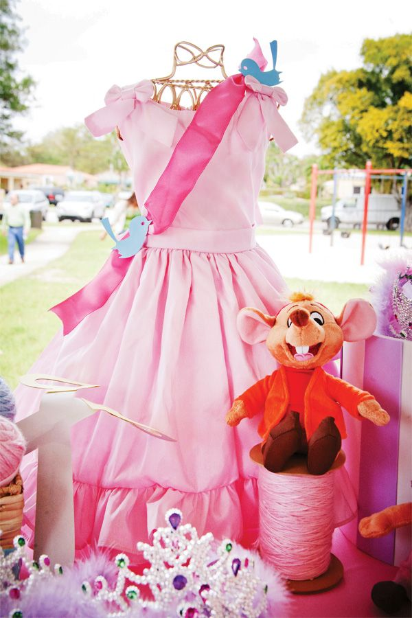 (Cinderella) Dress-Inspired #Disney Princess Birthday Party @hwtm
