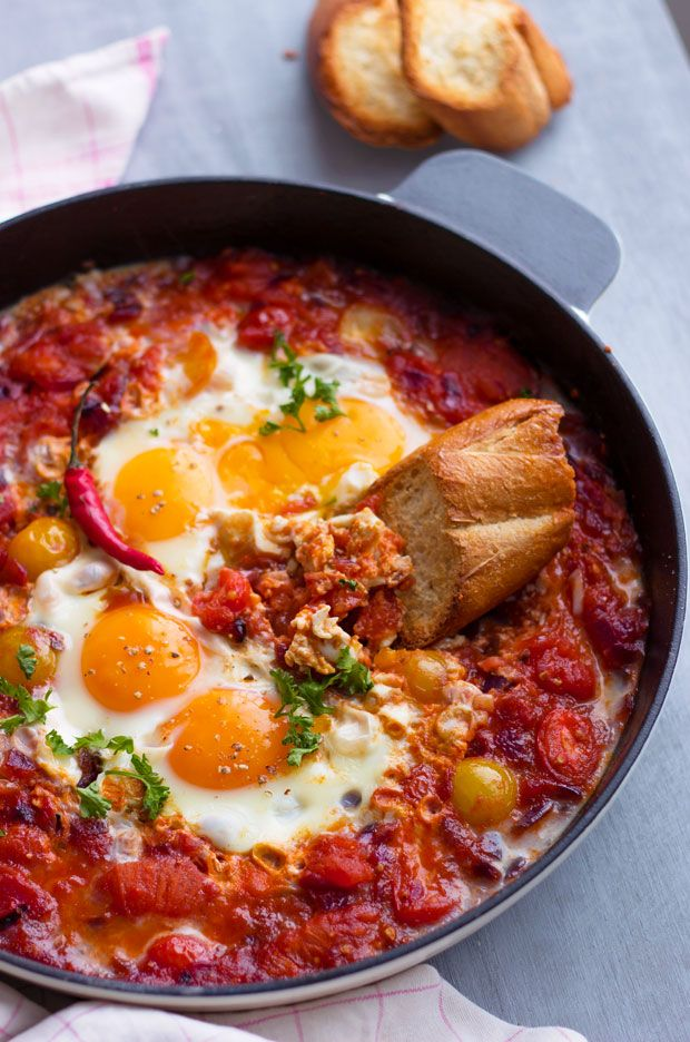 So easy to make, very healthy, and totally addicting, this eggs and tomato breakfast skillet is definitely what you need for your Holiday mornings. Ingredients list for the eggs and tomato breakfas...