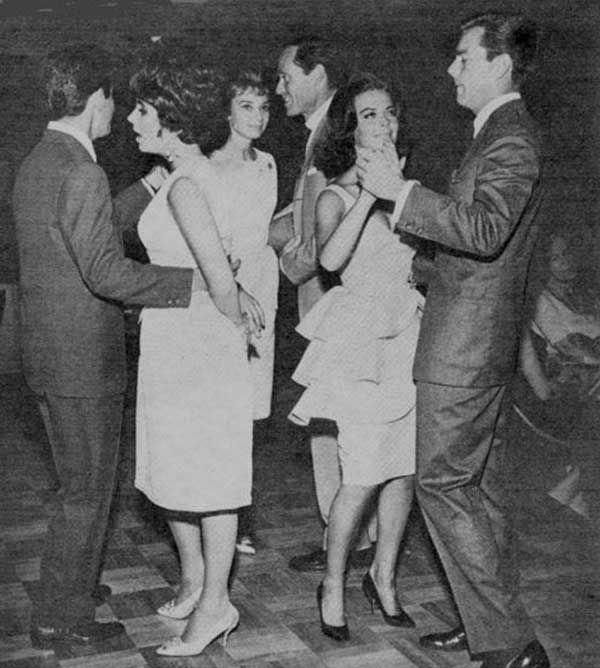Eddie Fisher, Elizabeth Taylor, Audrey Hepburn, Mel Ferrer, Natalie Wood and Robert Wagner on the dance floor at a party in Las Vegas, 1961