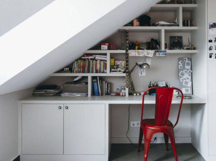 Placez votre bureau sous l'escalier