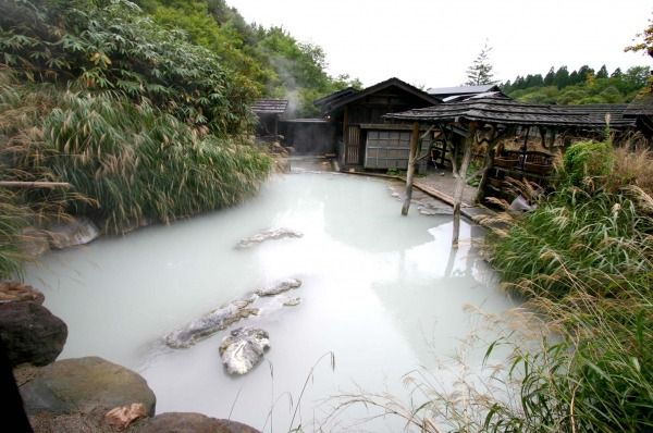 秋田 乳頭温泉郷 鶴の湯温泉 - 秘境温泉 神秘の湯