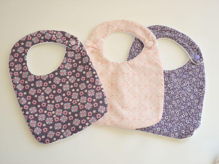 Bavoirs naissance/bébé fille fleuri, style bohème : Mode Bébé par creation-sweet-dawn