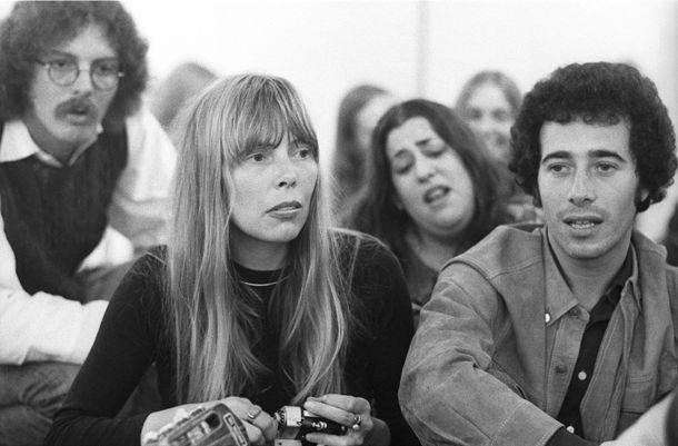 Joni Mitchell, Mama Cass (background), and David Geffen.
