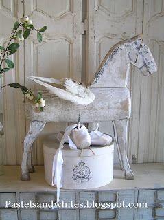 Het hobbelt weliswaar niet, maar is wel een mooi oud houten paard