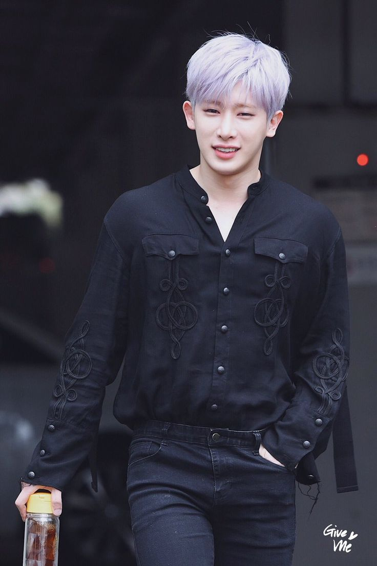 Why does he (Wonho) have to look darn good with purple hair?!?!?!