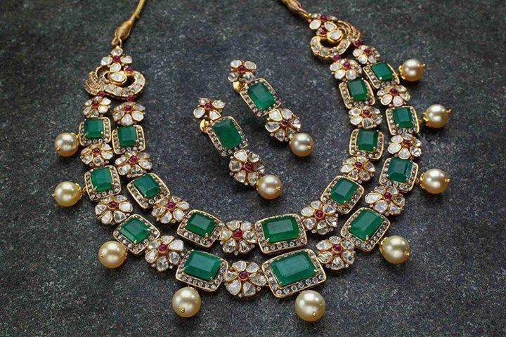 Emeralds and polki diamond necklace