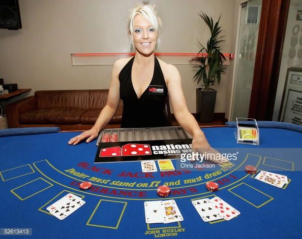 Presenter Helen Chamberlain launches the inaugural National Casino Week at The Whitehouse, Clapham on April 11, 2005 in London. (Photo by Chris Jackson/Getty Images)