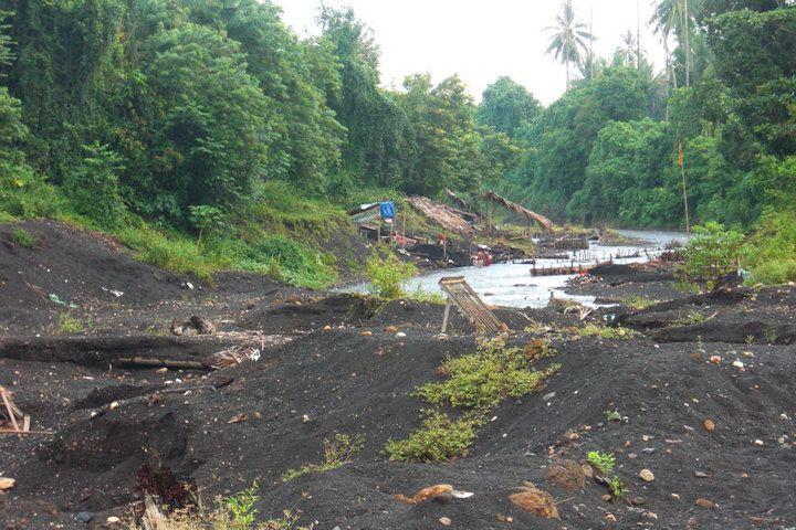 rivier 'Sendowan' in Lopana