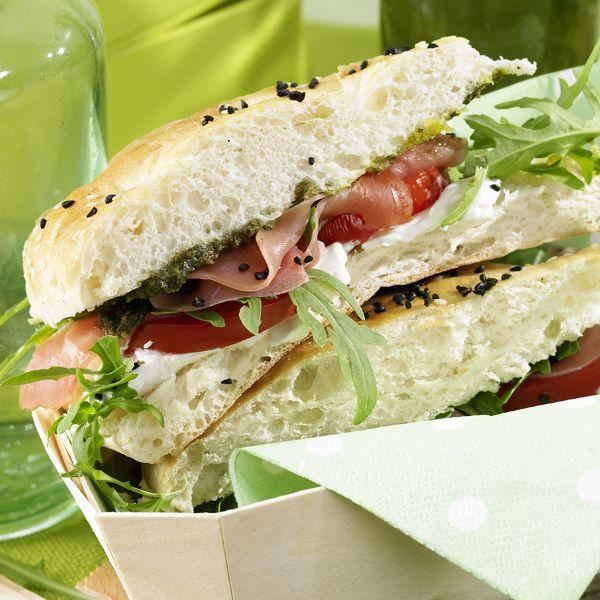 Neem jij ook een hap uit dit turkse broodje met serranoham? #WWrecept #WeightWatchers