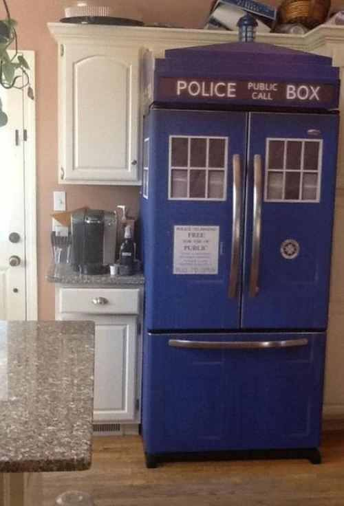 Dr who fridge.     Oh yes pls