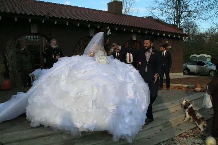 The $40,000 dress that made My Big Fat Gypsy Wedding history: 110 lbs bridal gown is made from 1,200ft of fabric and 50,000 hand-sewn crystals By OLIVIA FLEMING FOR DAILYMAIL.COM PUBLISHED: 15:03 EST,