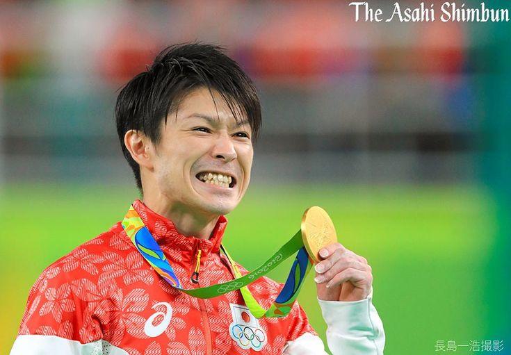体操の男子個人総合決勝で内村航平選手が2大会連続の金メダルを獲得しました。個人総合での連覇は、44年ぶり、史上4人目。(日) #Rio2016 #体操 #内村航平 #gold #リオ五輪