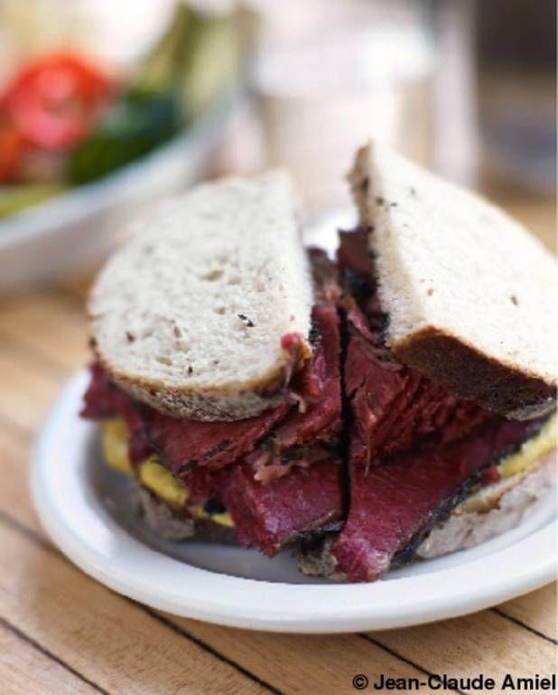 Sandwich au pastrami du déli pour 4 personnes - Recettes Elle à TableIngrédients      1 cuillère(s) à soupe de moutarde 50 g de mayonnaise 8 tranches de pain de seigle au cumin      350 g de pastrami gros cornichons malossols
