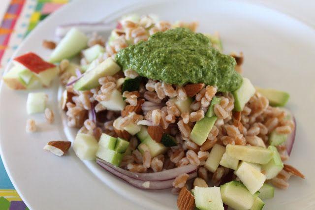 Perlespelt med æbler, avokado, hakkede mandler og pesto | Anna-Mad blog