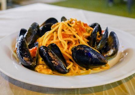 Senigallia: Componi il tuo menù di pesce scegliendo 2 tra le 3 opzioni, incluso prosecco, dolce e bevande...a solo 39 € a coppia invece 64