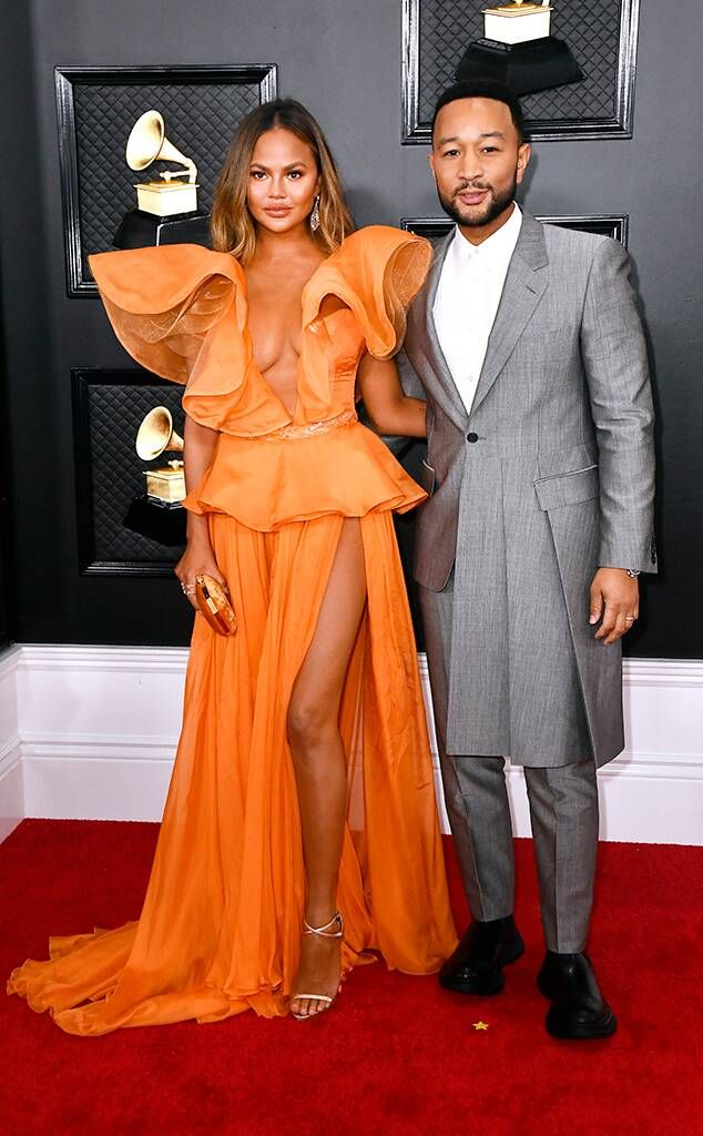 2020 Grammys Grammy Awards Couples Chrissy Teigen John Legend In 2020 Grammy Dresses Nice Dresses Red Carpet Looks