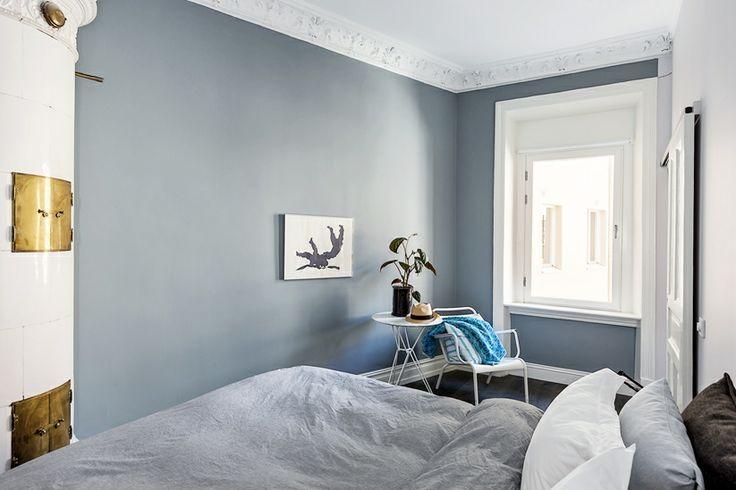 Blågrå väggfärg sovrum. Haga Kyrkogata 18 D, vån 2, 2 rok Vasastaden / Innerstaden