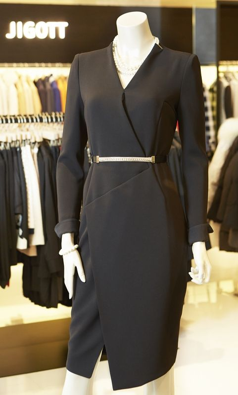 허리 벨트라인이 포인트인 지고트 원피스. polished dress. @현대백화점