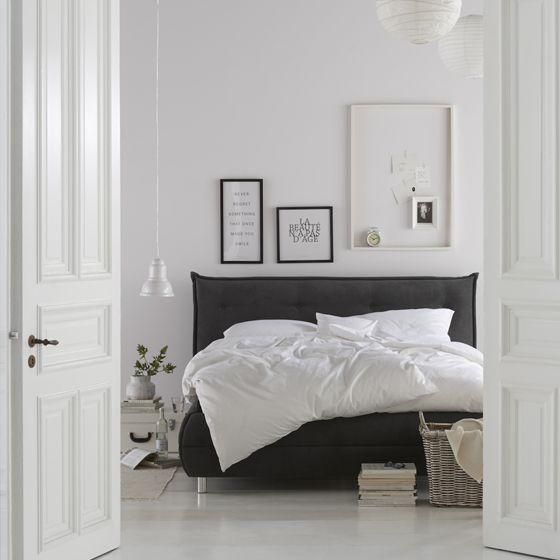 Namast´ay in bed - schwarz-weiß Look im Schlafzimmer lädt zum Entspannen ein!