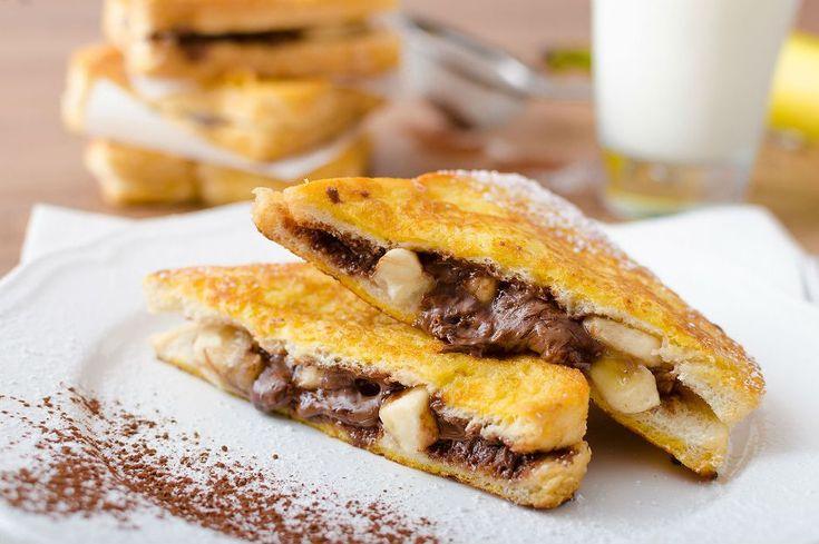Sabah sabah kan şekeri düşenlere iyi gelecek bir kahvaltılık muzlu çikolatalı Fransız tostu tarifi. Kahvaltıya bekleriz.