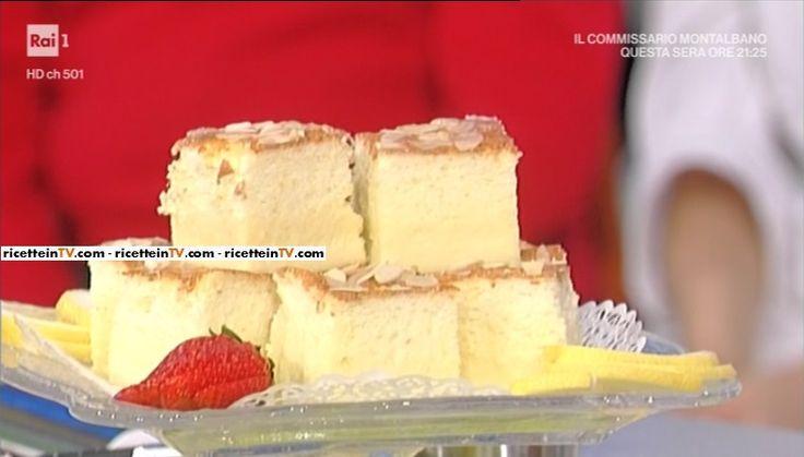 """La ricetta della torta magica al limone con caramello e mandorle di Natalia Cattelani del 3 aprile 2017, a """"La prova del cuoco""""."""