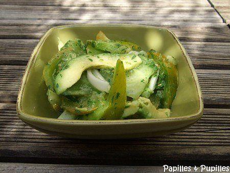 Salade toute verte aux tomates Green Zebra et à l'avocat.