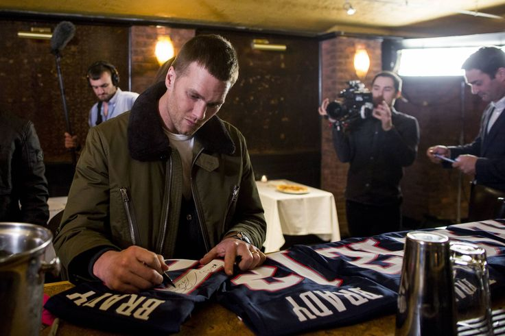 Andrew Joseph, USA TODAY Sports                  Published 7:24 p.m. ET Feb. 13, 2017 | Updated 11 minutes ago    New England Patriots quarterback Tom Brady autographs jerseys at 'A Triumphant Celebration with Living Legend, Tom Brady' on February 8, 2017 in Boston,... http://usa.swengen.com/tom-bradys-autograph-will-be-absurdly-expensive-at-private-signing/