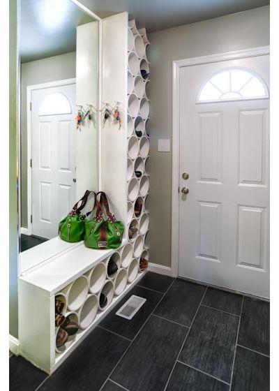 6) Un recoin composé d'un banc et de patères Certaines maisons ou appartements possèdent un petit coin libre près de leur porte d'entrée: exploitez au maximum cet espace afin d'y placer un banc pour vos sacs et vos chaussures en dessous et bien sûr, les fameuses patères pour vos manteaux! Dans le même style, vous …