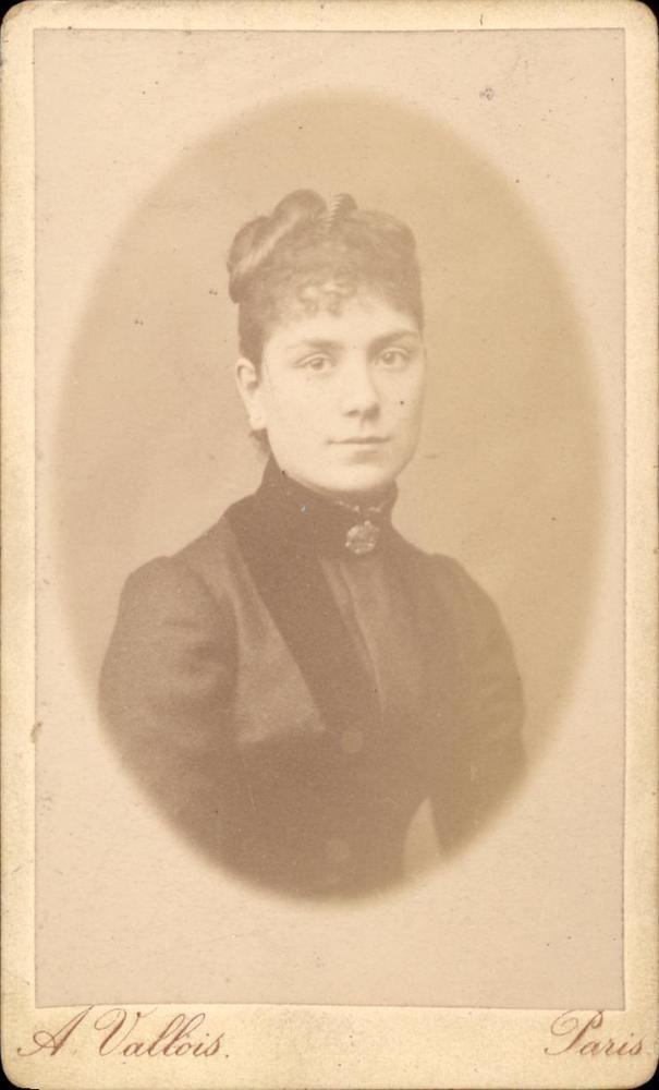 CDV photo buste femme A. Vallois Paris vers 1890 habillé noire médaillon chignon