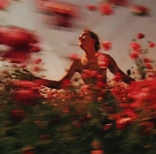 Анимация картинки женщина бежит